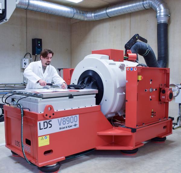 mechanical testing vibration bench Cebi